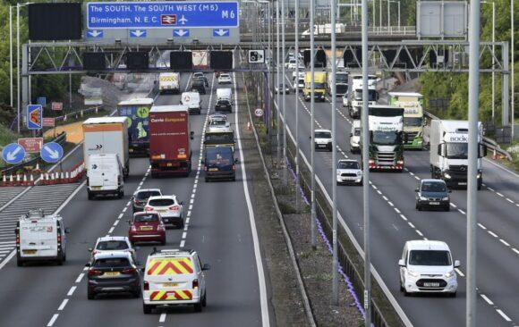 Gran Bretaña prohibirá ventas de autos a gasolina para 2030 mejoran calidad del aire, dicen
